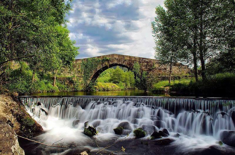 Resultado de imagem para rio com ponte