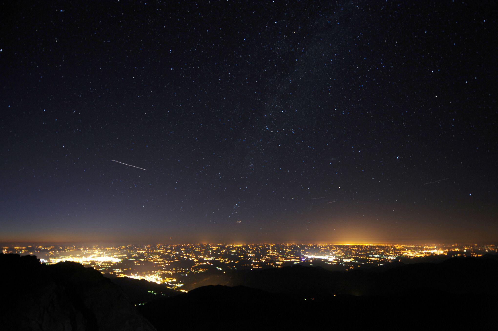 La pollution lumineuse ou la guerre des étoiles https://t.co/h6jgHTZsCW https://t.co/TUf2dnpyHd