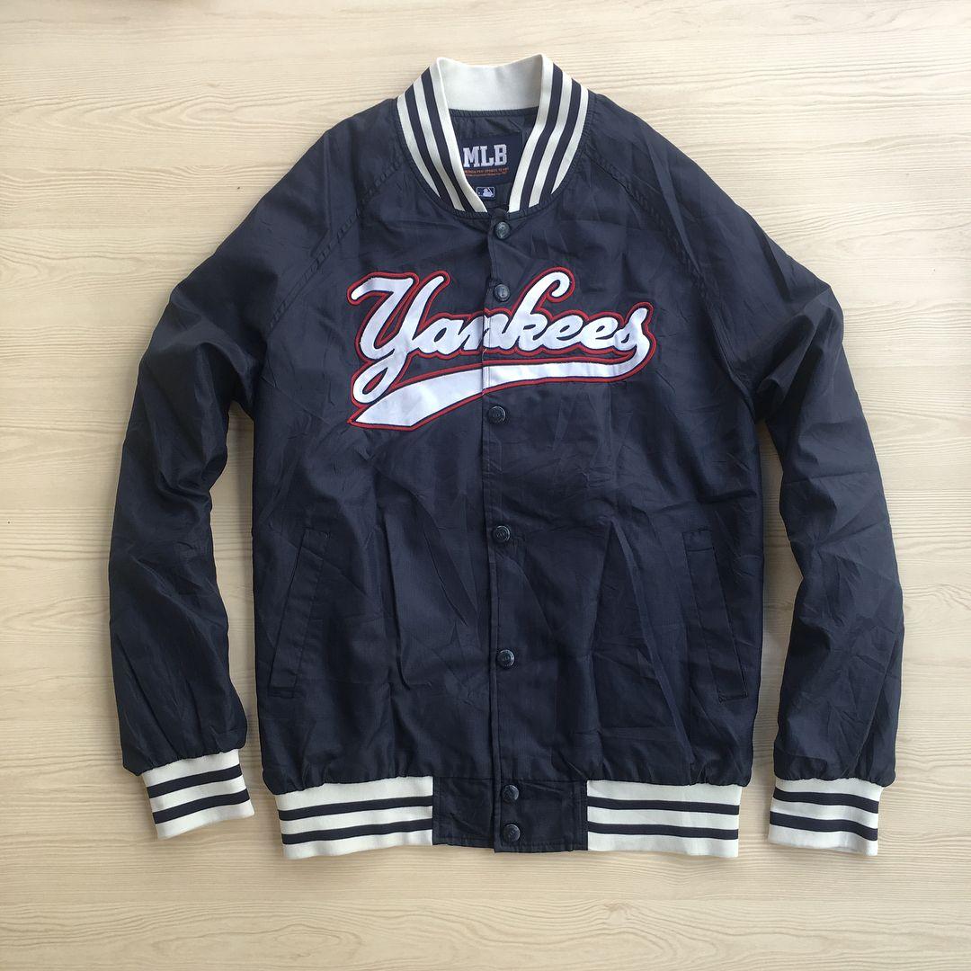 Mlb Yankees Varsity Size L Xl Like Newwww No Minus Warna Biru Gelap Bahan Parasut