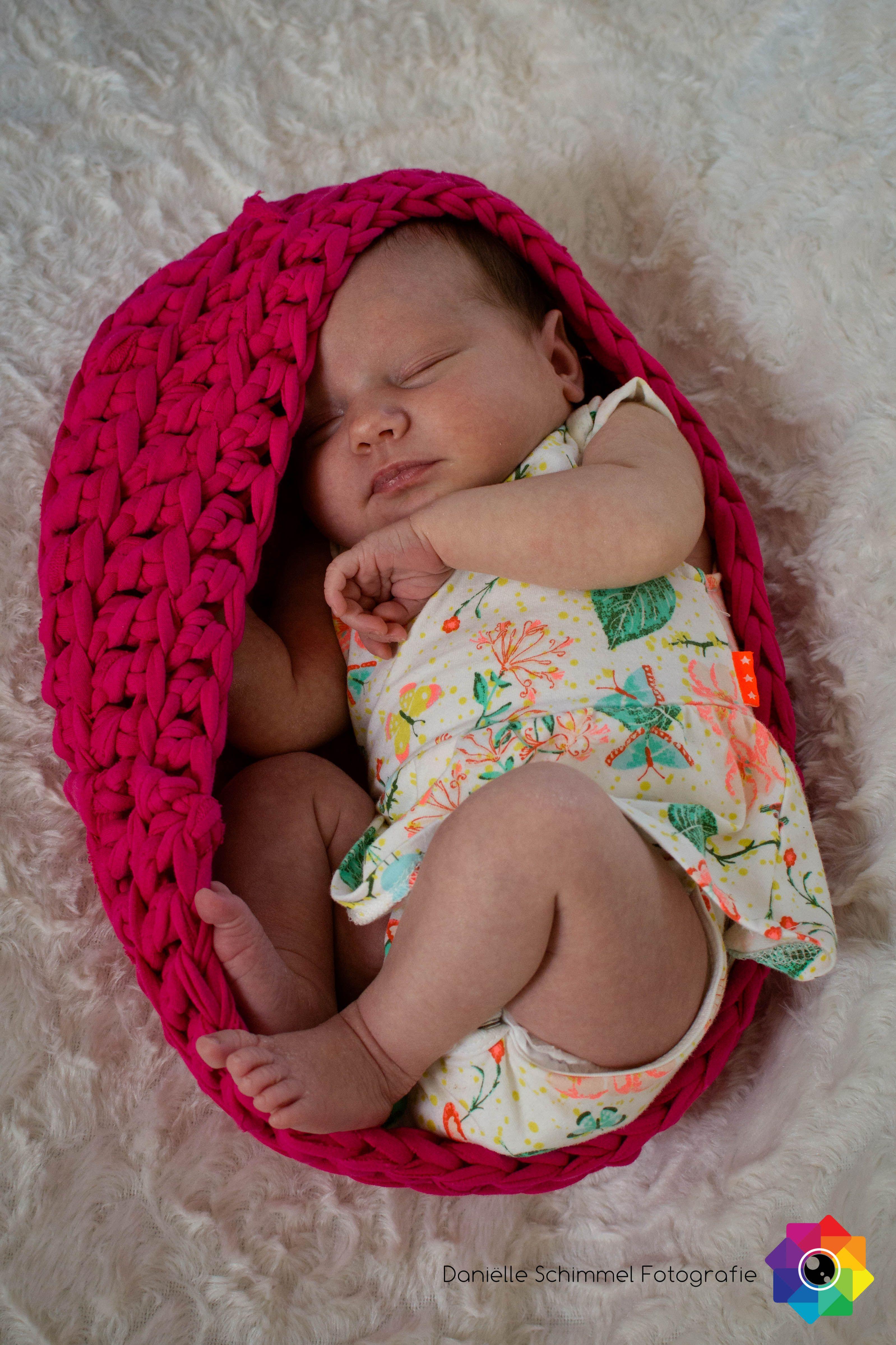 Newbornshoot, newborn baby, babygirl, in the womb