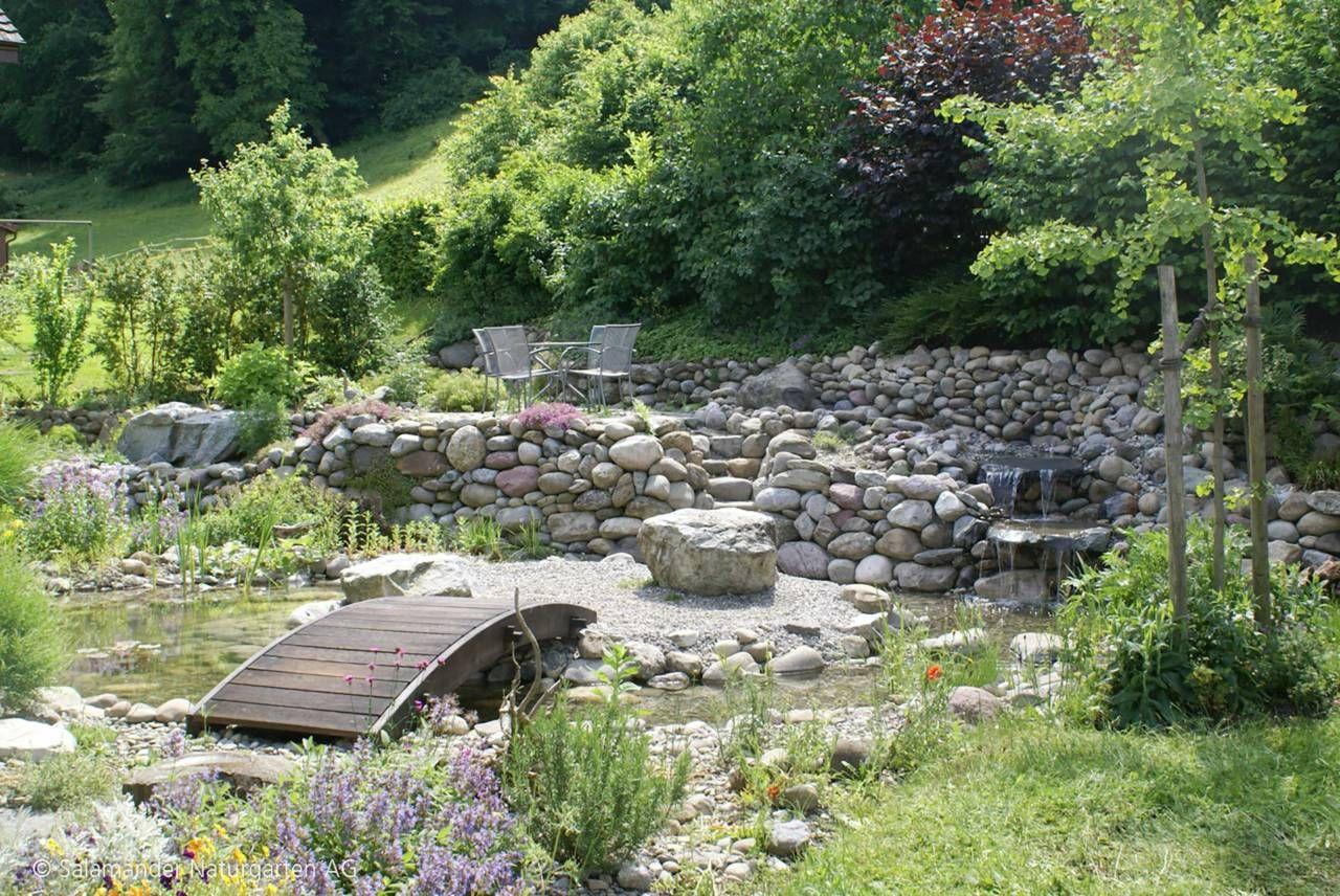 Brücke über Bach und Biotop #Bach #Bachlauf #Garten #Wasser ...