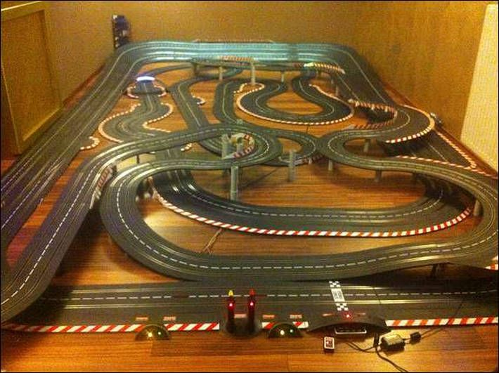 60 meter carrera digital 132 bahn mit 16 autos slot cars. Black Bedroom Furniture Sets. Home Design Ideas