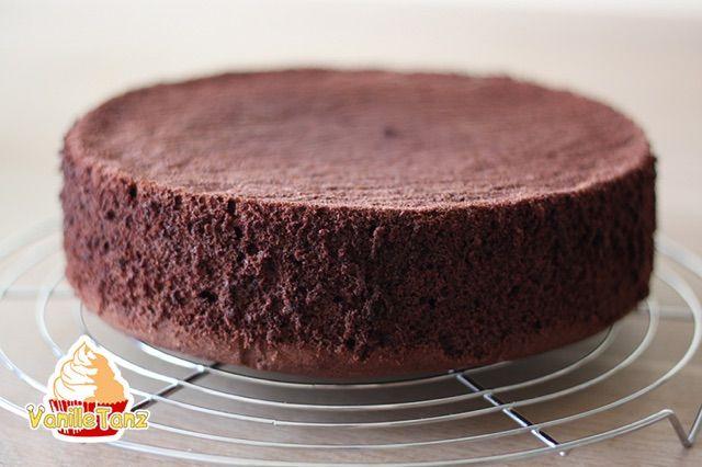 Suche einen Tortenboden nach deiner Wahl aus. Ob mit Schoko, Vanille, Mohn oder Nuss. Biskuit, Rührteig oder no-bake-Böden. Hier findest du die besten Rezepte für deine Torte. Vanillebiskuit Rezept Mohn Biskuit Schneller Schokobiskuit Rezept Schoko – Chiffon – Biskuit Schokoladenboden für Torte Prag Biskuitteig klassisch Biskuitteig für Motivtorten #rührteiggrundrezept