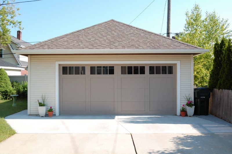 Did You See The Two Potted Plants On Either Side Garage Doors Garage Door House Carriage House Garage Doors