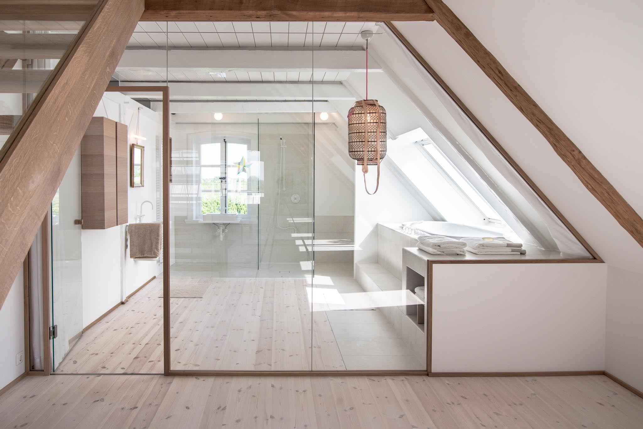 Liebevoll saniert Moderne LandhausIdylle bei Hamburg  Badezimmer  Badezimmer dachgeschoss