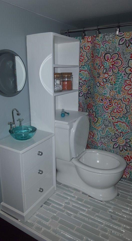 Badezimmer Des Amerikanischen Madchenpuppenhauses Diy Mit Toilette Und Wanne Amerikanischen Badezimmer Madchenpuppenhauses Toilette Wanne Americ In 2020 American Girl Doll Furniture American Girl Furniture