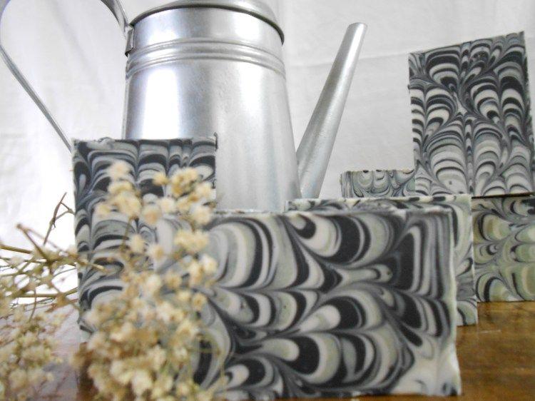 Jabón artesanal de carbón