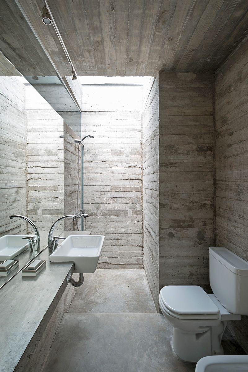 Una casa en la playa bathroom ba os ba os elegantes y for Pared de bano de concreto encerado