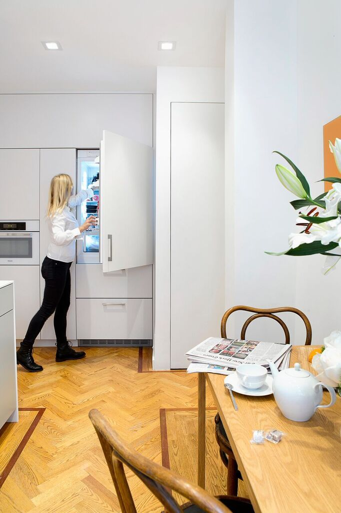 Updated Kitchen in New York Apartment Exhibits Sleek, Practical ...