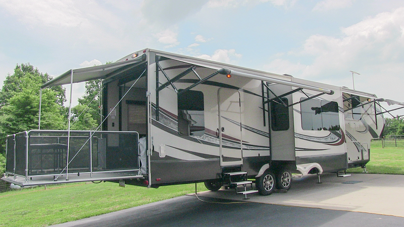 2015 Grand Design Momentum 365th Luxury Toy Hauler 5th Wheel For Sale By Owner Sold 8 22 2107 Ww With Images 5th Wheels For Sale Toy Haulers For Sale Louisville Kentucky