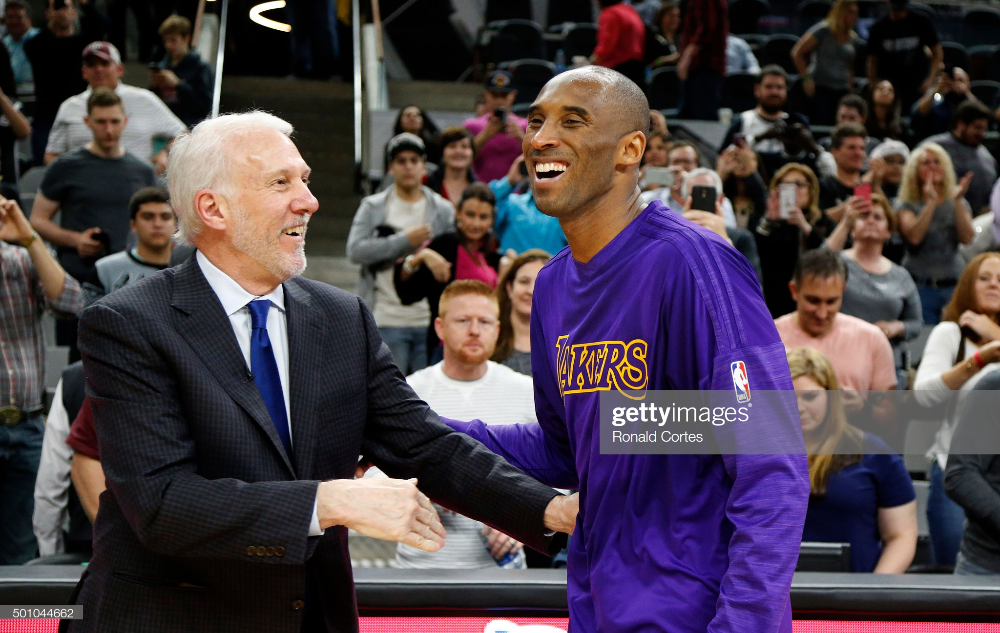 Kobe Bryant Of The Los Angeles Lakers Talks With Head Coach Gregg In 2020 Kobe Bryant Kobe Bryant Black Mamba Los Angeles Lakers