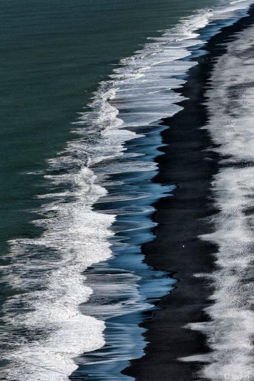 Ilaurens the black beach by fegari