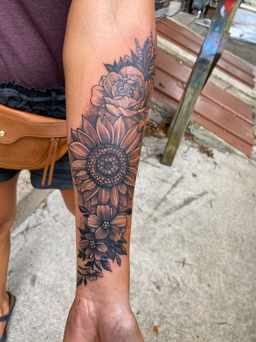 Blackwork sunflower tattoo in 2020 sunflower tattoo