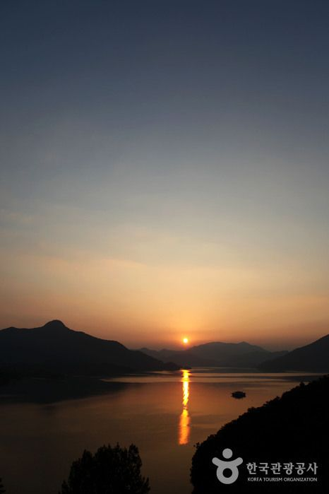 수려한 풍광을 자랑하는 충북 제천 청풍호반에서 만난 아름다운 일몰