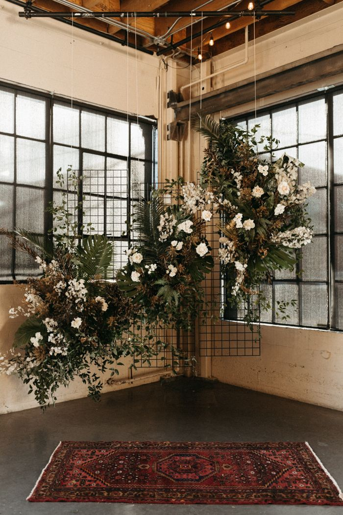 Green and white floating floral installation | Image by Naba Zabih Photography              #weddingideas #weddingdress #fallwedding #weddingcolors #weddingrings #weddingplanning