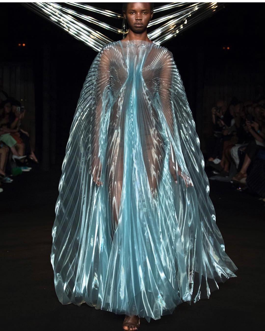 The Aeolian Dress By Irisvanherpen Parisfashionweek Photography Yannisvlamos Styling Patti Wilson Makeup Ter Iris Van Herpen Fashion Transparent Fashion