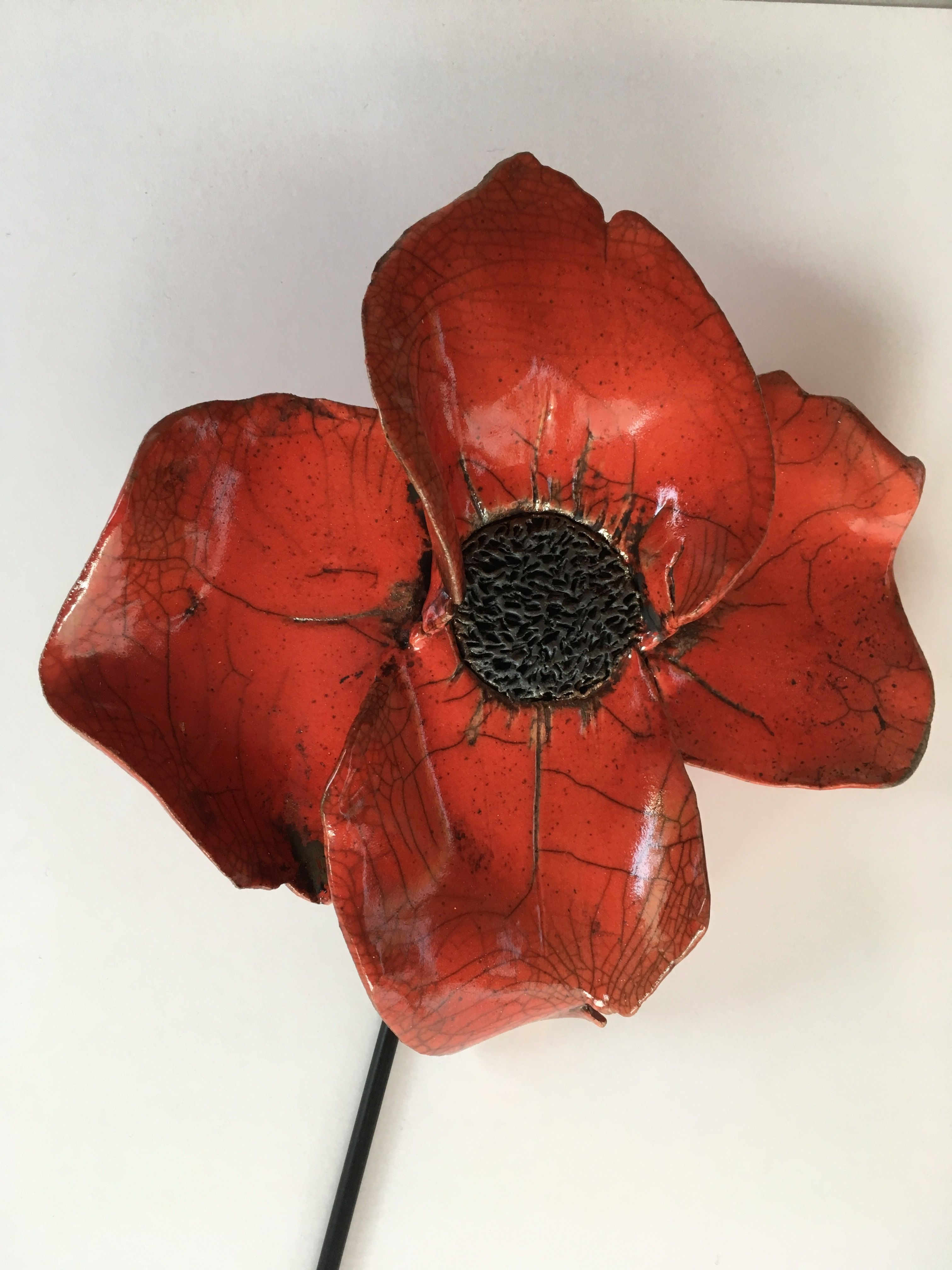 Coquelicot Raku Rouge 1050 Sur Terre Rose De Saint Aubin Mon Atelier Raku Sur Facebook Mohnblume Mohn Keramik