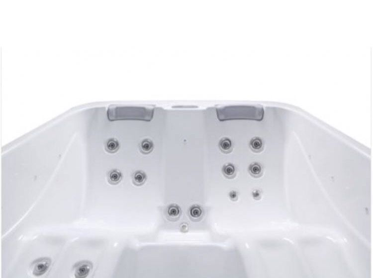 The Moonstone Hot Tub Is A Plug And Play Hot Tub Which Means You Can Simply Plug The Spa In And Use Right Away No Need To Spend Spa Hot