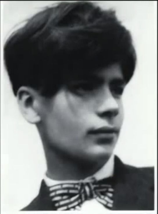 No Name Needed A Young Karl Lagerfeld Karl Lagerfeld Fashion Karl Lagerfeld Chanel Karl Lagerfeld