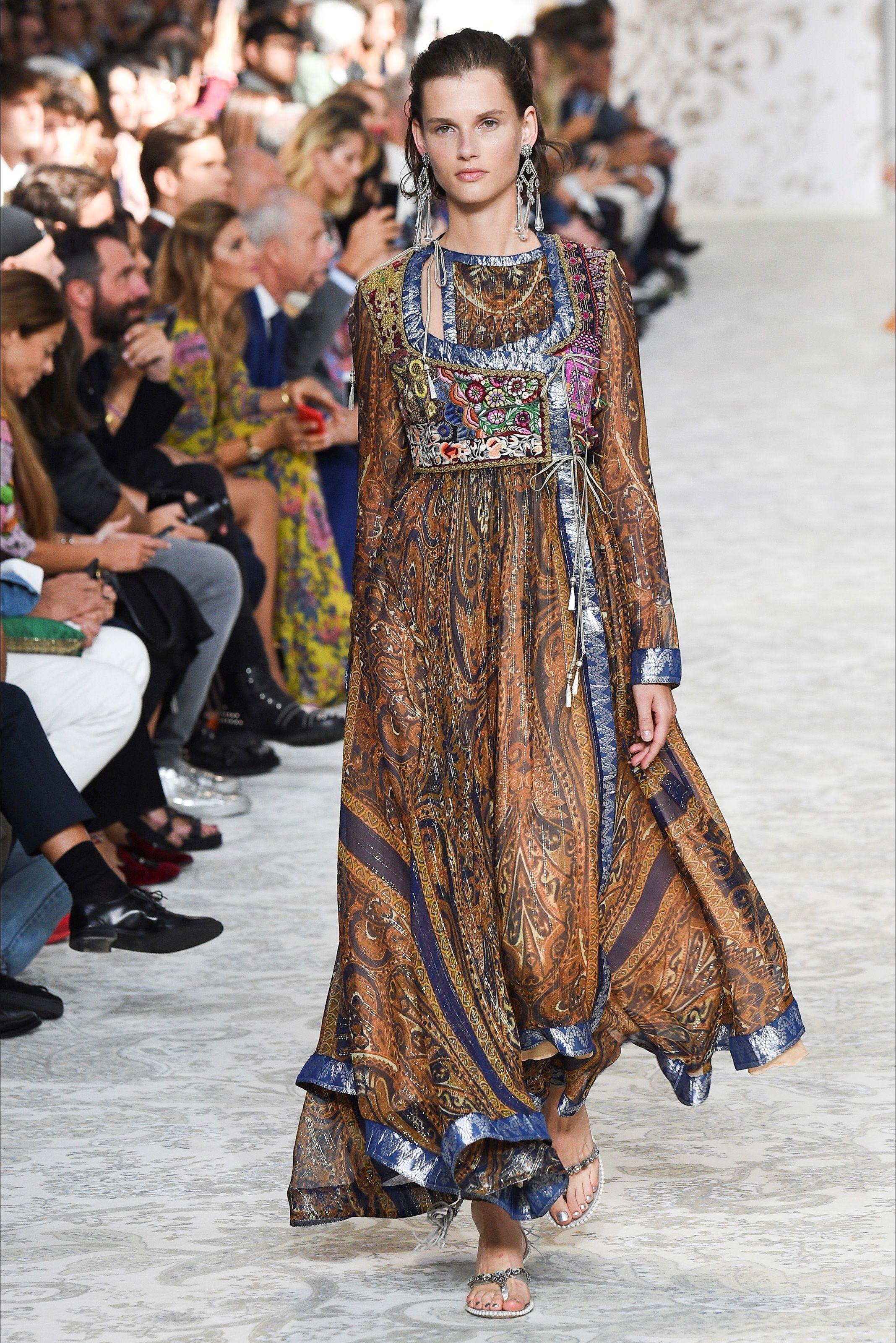 655d700e753a Guarda la sfilata di moda Etro a Milano e scopri la collezione di abiti e  accessori per la stagione Collezioni Primavera Estate 2018.