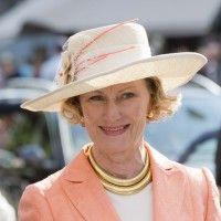 Dronning Sonja 75 år. Se på det flotte gullsmykket i to ringer.