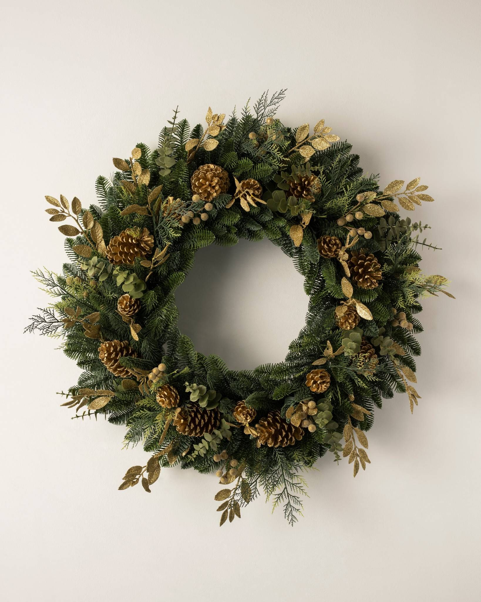 Artificial Christmas Wreaths and Garlands Foliage