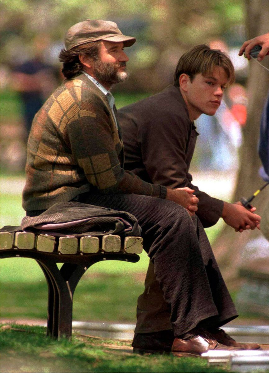 Matt Damon Reminisces Robin Williams Famous Bench Scene Huntington Red Magazine Scoopnest Matt Damon Robin Williams Good Will Hunting