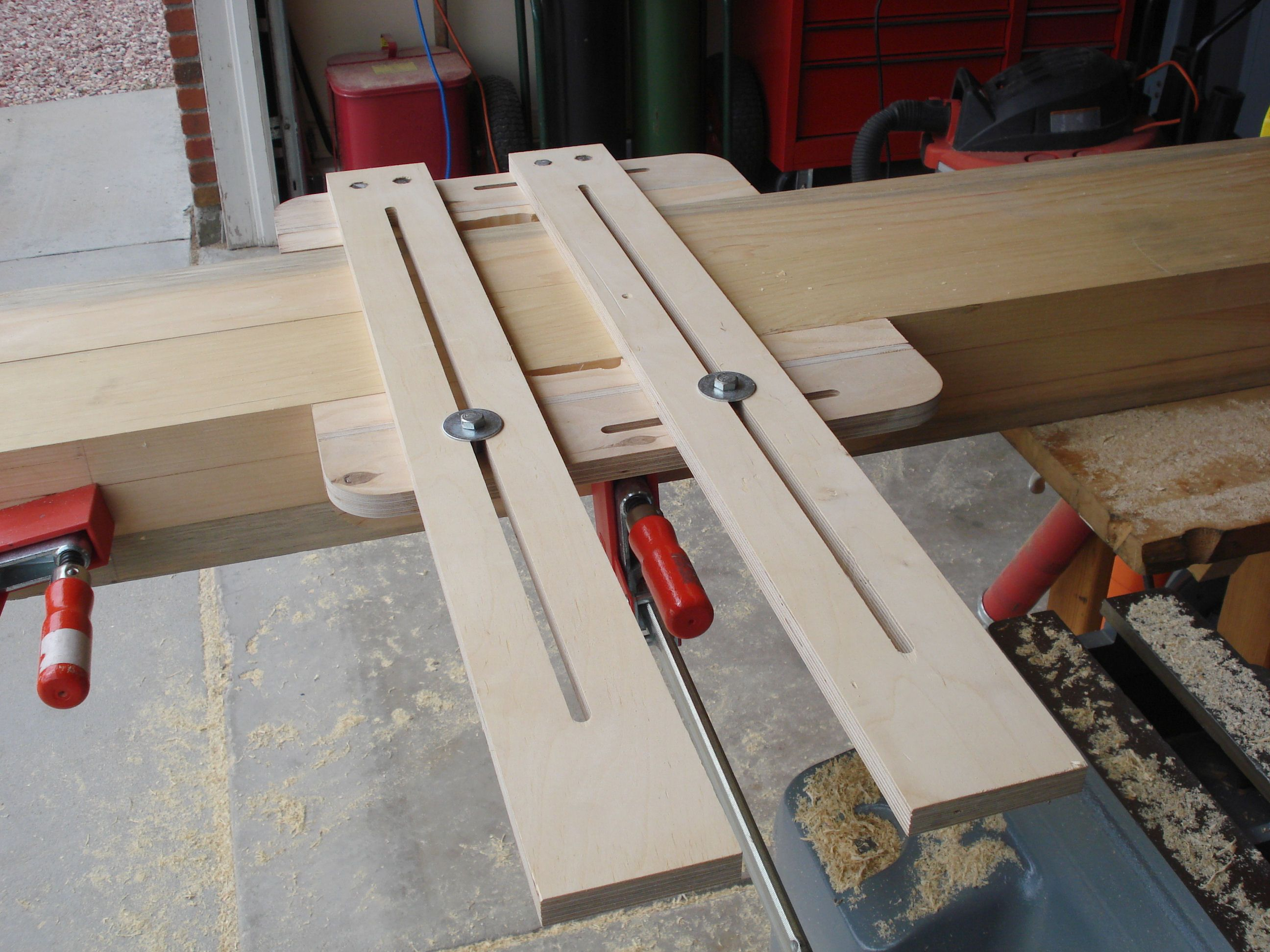 router projects Double the usefulness of your router with a router table smooth edges, cut long moldings and mold small projects easier and more safely by using the table.