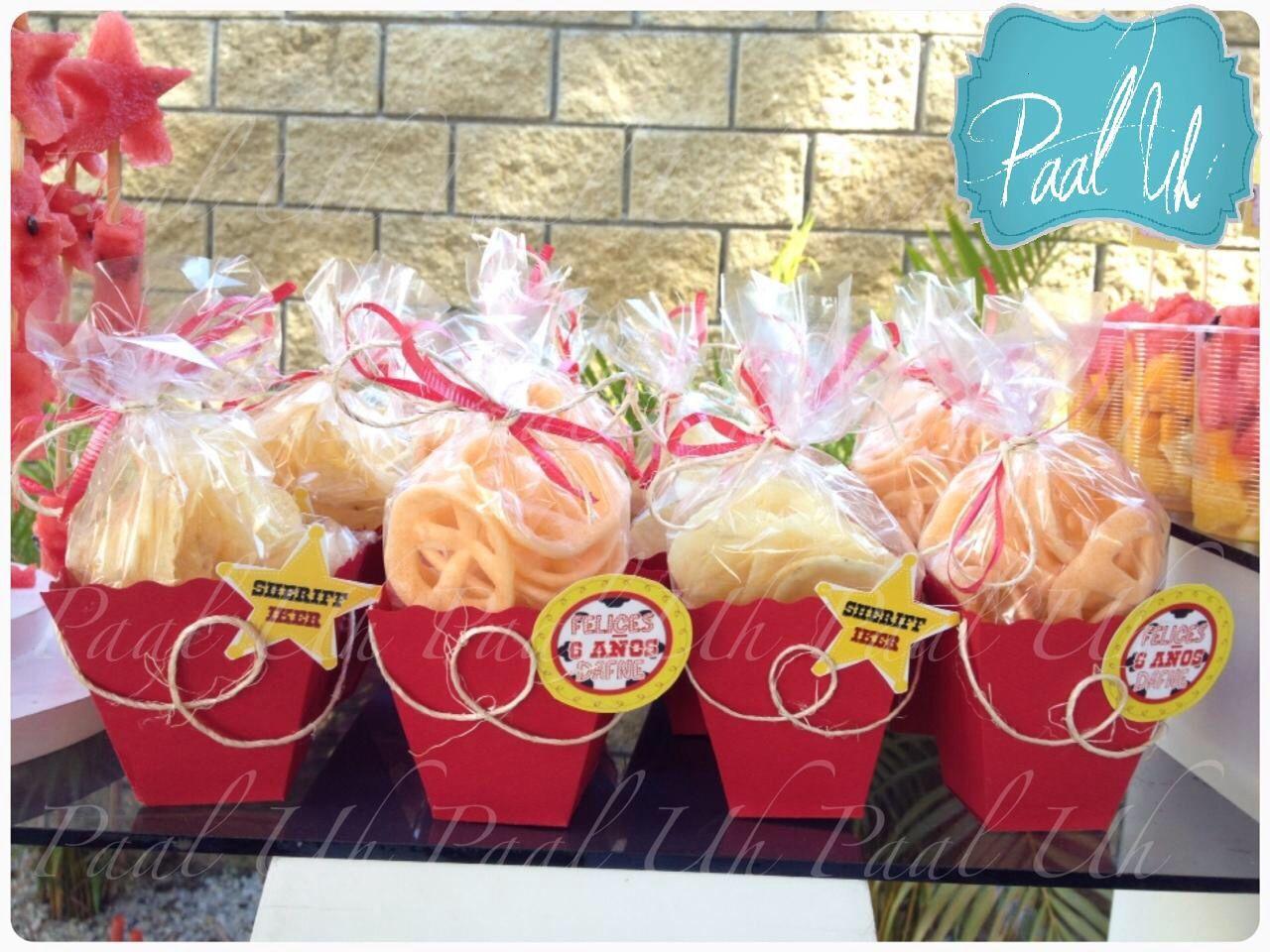 Paal uh mesa de postres snack 39 s fiesta vaquera for Decoracion de frutas para fiestas infantiles