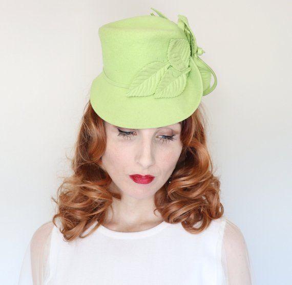 0006489f2d59 Vintage 1940s Hat / 40s topper hat / 1940s tilt hat / Lime green / wool felt  / Felt leaves