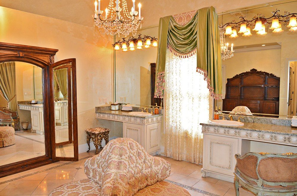 One of Nottoway Plantation\u0027s 3 Bridal Dressing Rooms