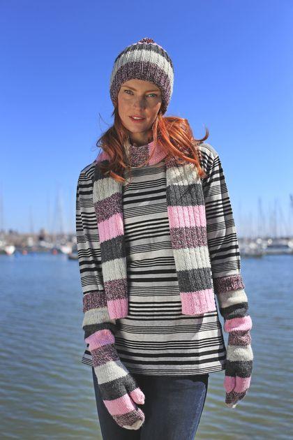 Novita scarf patterns, scarf made with Novita 7 Borohers yarn #novitaknits #knitting #knits https://www.novitaknits.com/en