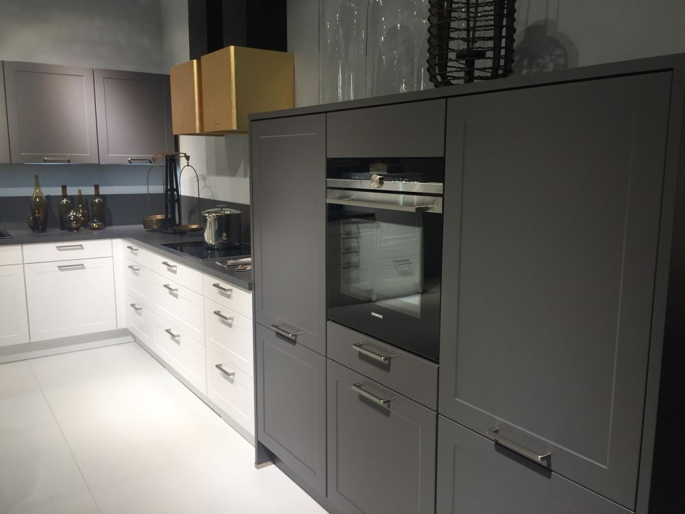 Modern Gray Kitchen Cabinets Beat Monotony With Style Moderne