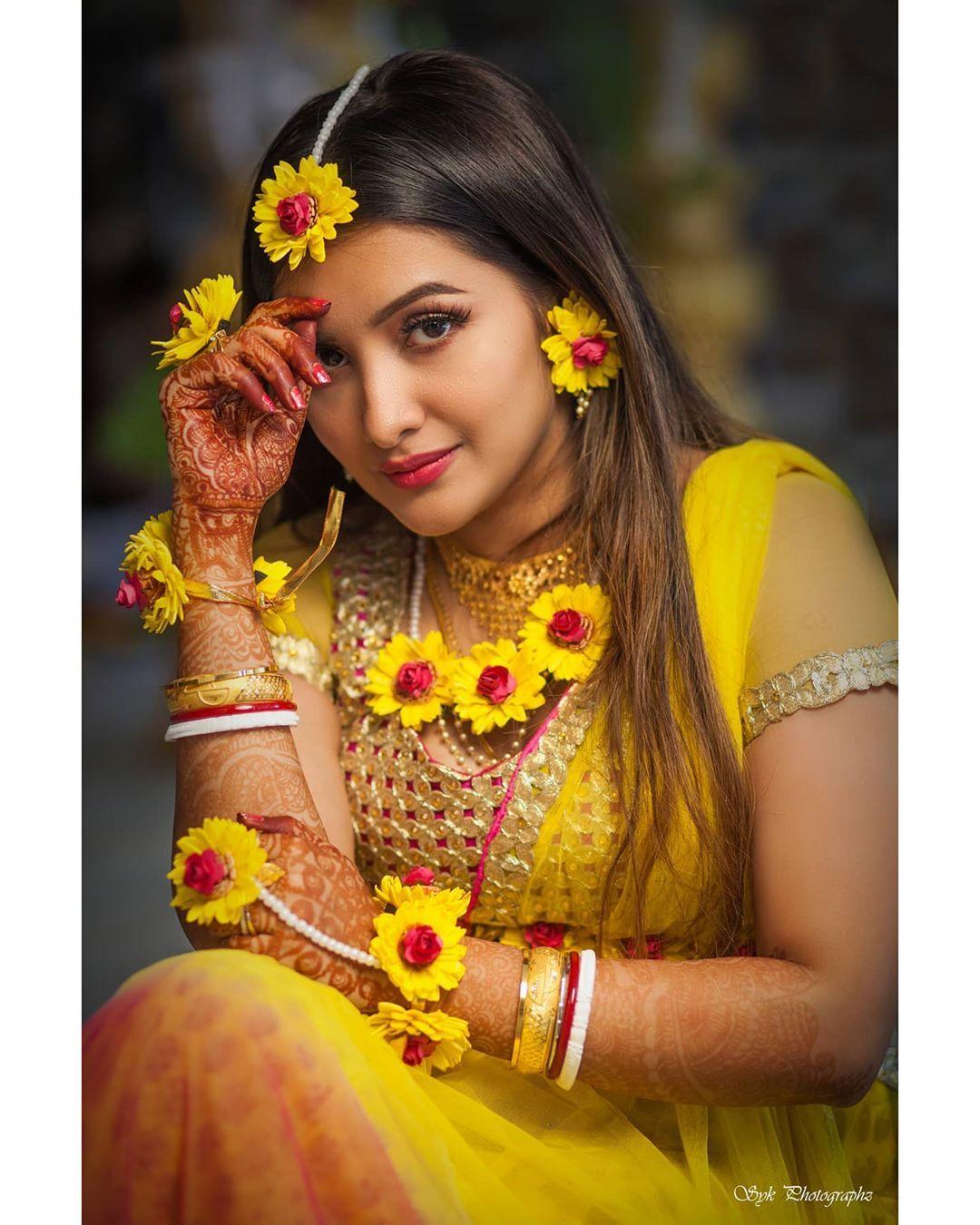 Haldi Ceremony Sumitpriya Official Photographer Sayak Chuckervertii By Syk Photogr Indian Wedding Photography Poses Haldi Ceremony Wedding Photos Poses