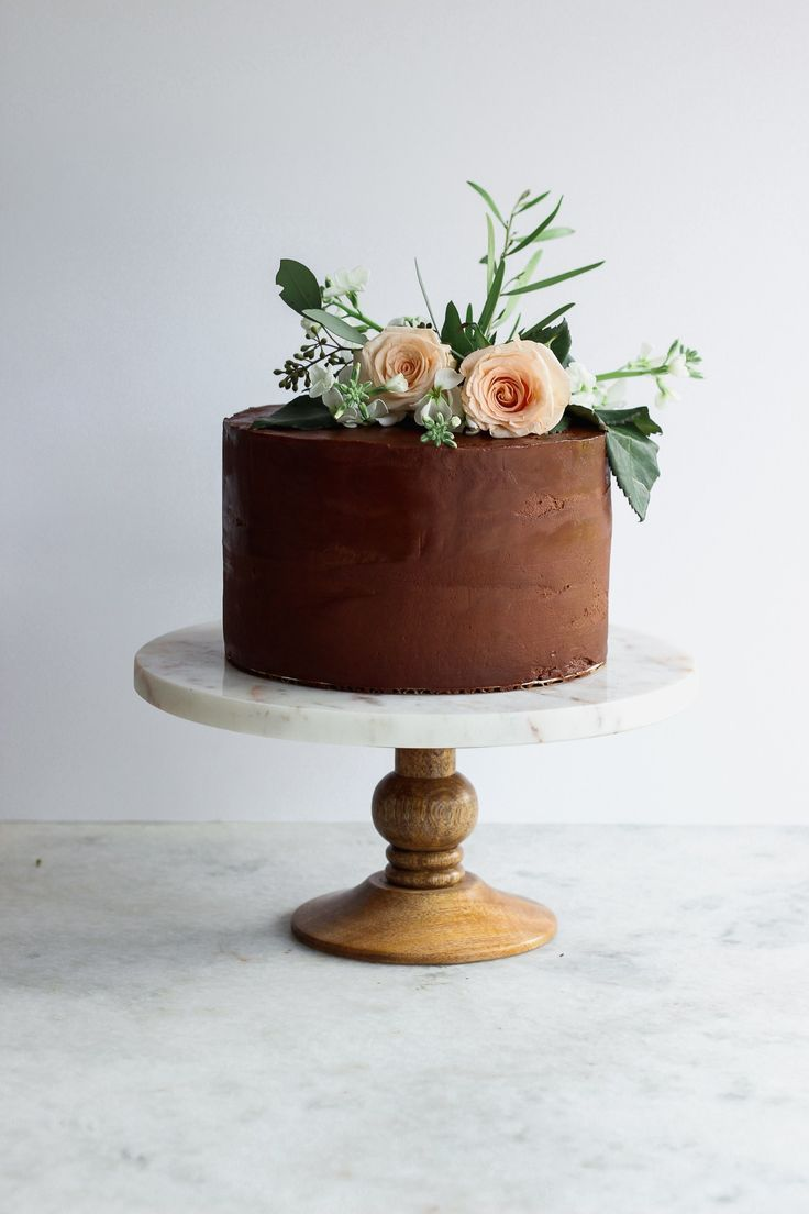 How to Decorate a Cake for Beginners in 10 Easy Steps!