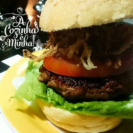 E é isso, final de semana batendo à porta... com um hambúrguer beiconado e recheado de queijo provolone e cebolas crocantes tem como ficar ruim? Passa no Blog e vê a receita   http://wp.me/p4GVrf-AB  #food #foodporn #yum #instafood #burger #yummy #hamburger #hamburguer #recheado #amazing #instagood #photooftheday #cheese #provolone #lunch #gourmet #bacon #tasty #food #delish #delicious #eating #foodpic #foodpics #eat #hungry #foodgasm #hot #foods #acozinhaeminha
