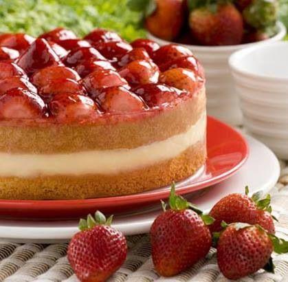 """Jueves de antojo... disfruta de una deliciosa """"TORTA DE FRESAS"""" de la #reposteriaastor www.elastor.com.co"""