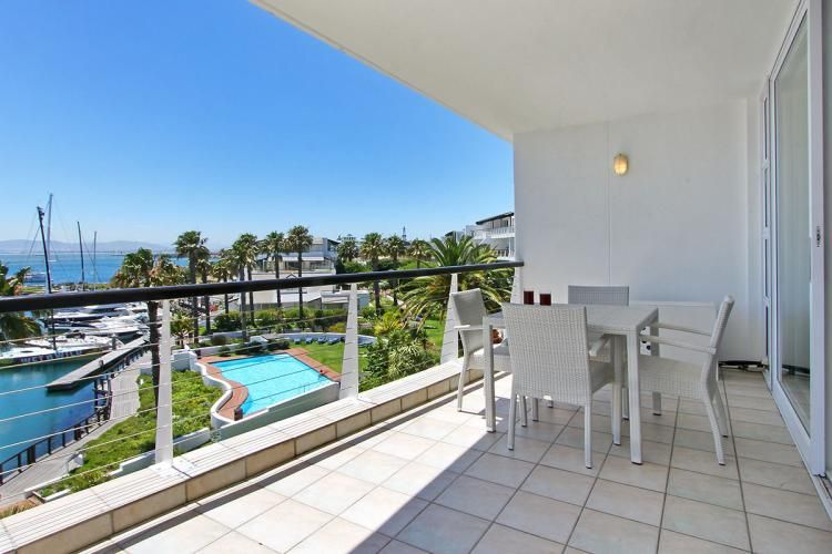 Self Catering Mouille Point luxury holiday apartment. #selfcatering #capetownaccommodation