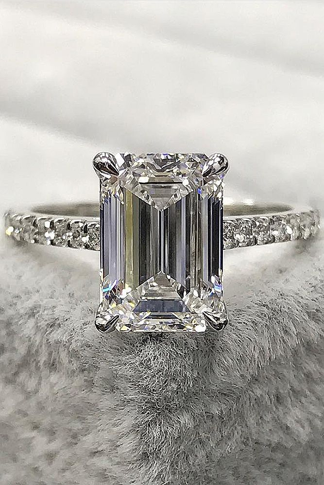 21 Emerald Engagement Rings For A Perfect Finger