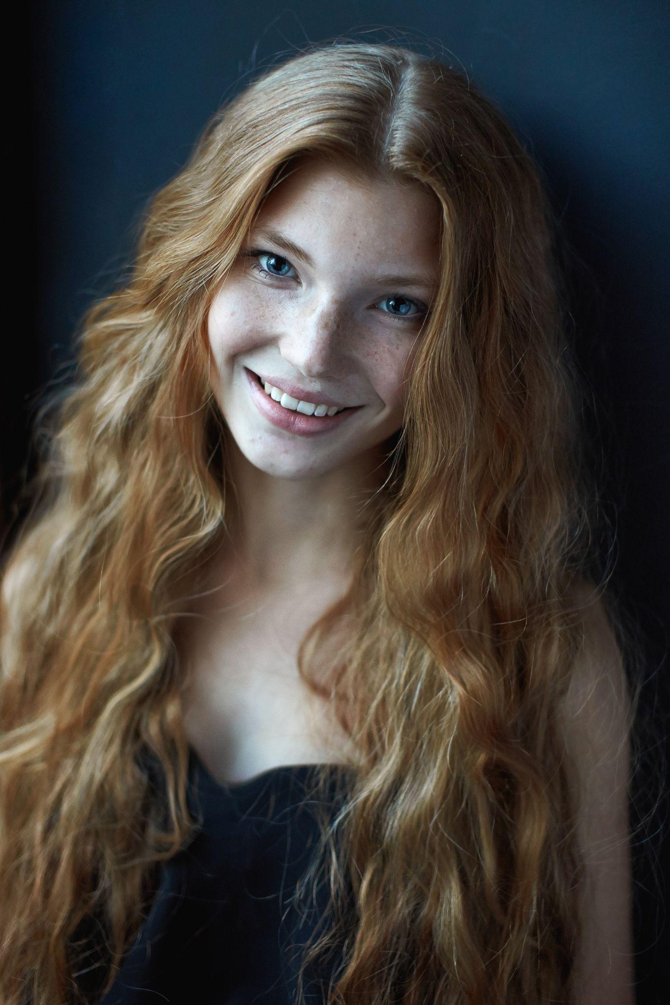 anya model redhead