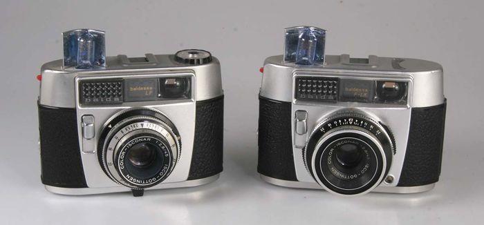 Balda Baldessa LF  Balda Baldessa F-LK  Twee mooie zoekercameras uit het begin can de jaren 60. Op het oog nauwelijks verschillend.De Baldessa LF heeft een Color Isconar 2.8/45 mm en een niet gekoppelde belichtingsmeter met aflezing van boven.Gaultier Prontor sluiter B 1/30 - 1/125 secDe Baldessa F-LK heeft Color Isconar 2.8/45 mm met eenniet gekoppelde belictingameter met aanduideling in de zoeker.Gaultier Prontor sluiter B 1/30 - 1/300 secHelaas zonder batterijen  EUR 3.00  Meer informatie