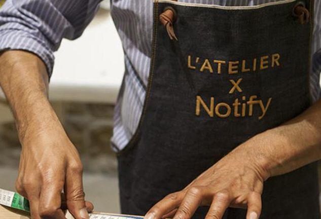 A Milano c'è  un nuovo indirizzo dedicato alla perosnalizzazione del denim. Si chiama Atelier by Notify ed è un vero e proprio laboratorio creativo.