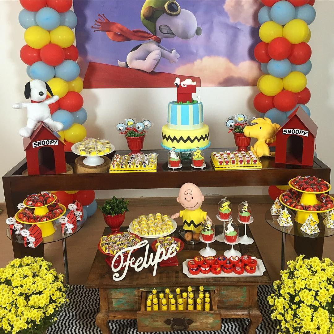 Mesa LINDA para comemorar 1 aninho do Felipe!!!  Mamãe @larissamagalhaes e tia @melissacopatti arrasaram na decor  #ameiotema #snoopy #festainfantil