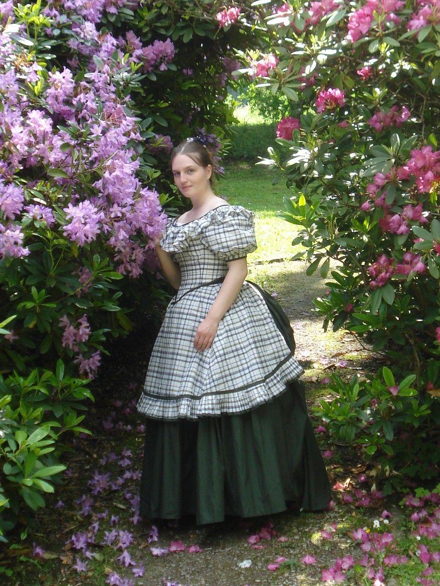 http://fjalladis.de/karonuere-ballversion/ 1872 Tournüre Ballversion Kleid tournure ball version gown historisches Kleid historical dress