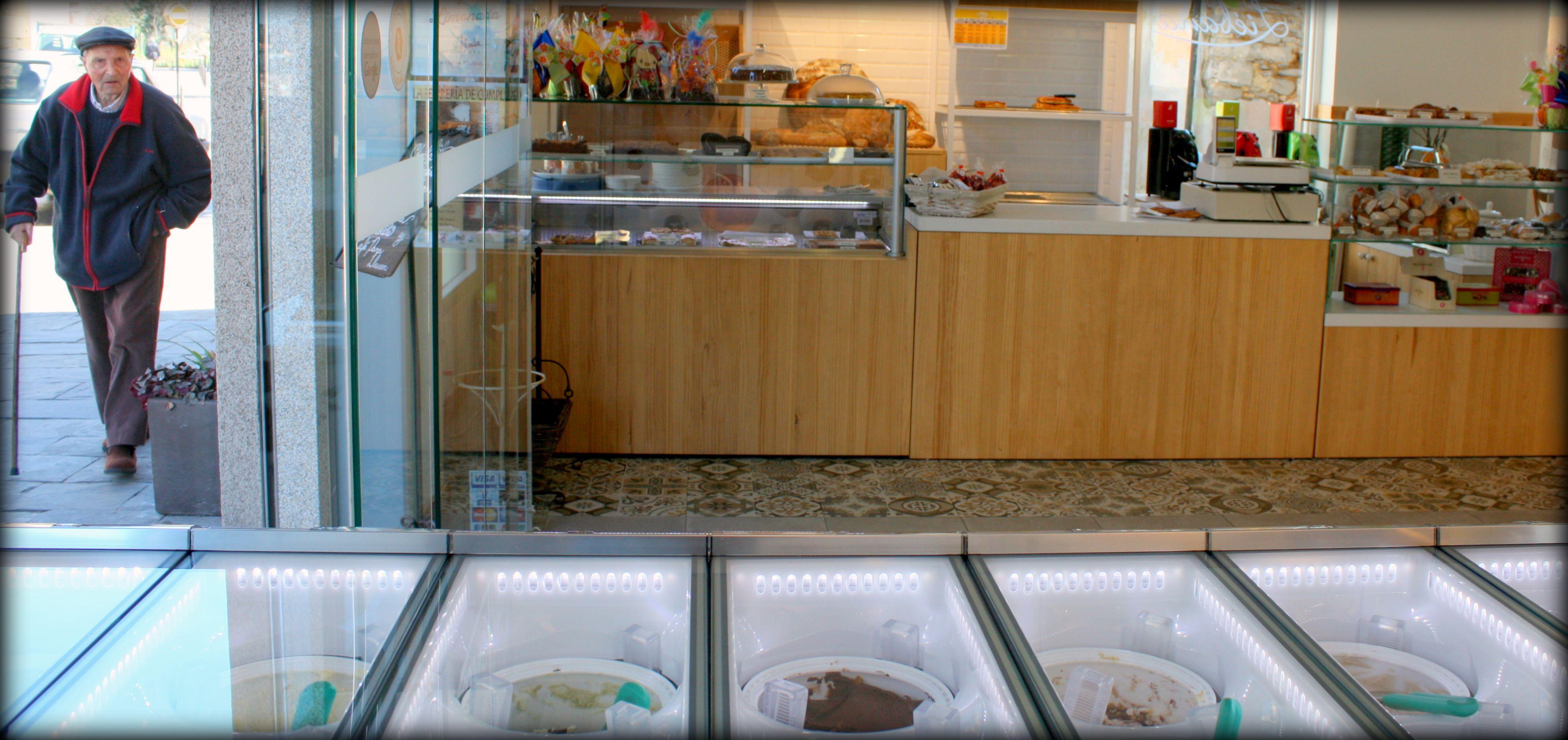 Frente al Castillo de los Templarios, en Liébana podreis degustar 16 sabores diferentes de Bico de Xeado