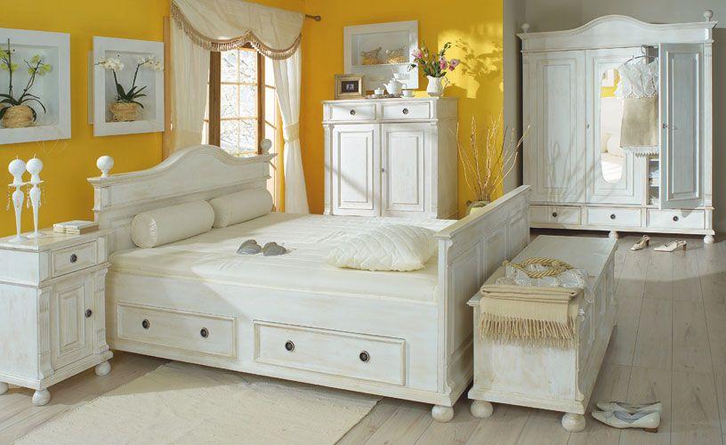 Antike Schlafzimmer ~ Moebel für schlafzimmer in antik weiß leicht vanillefarben