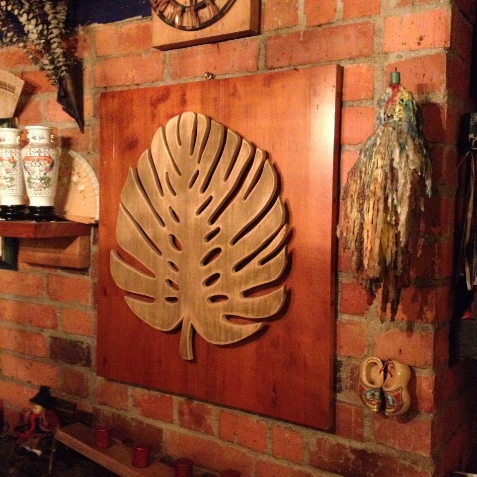 Copia de una hoja real pero en madera