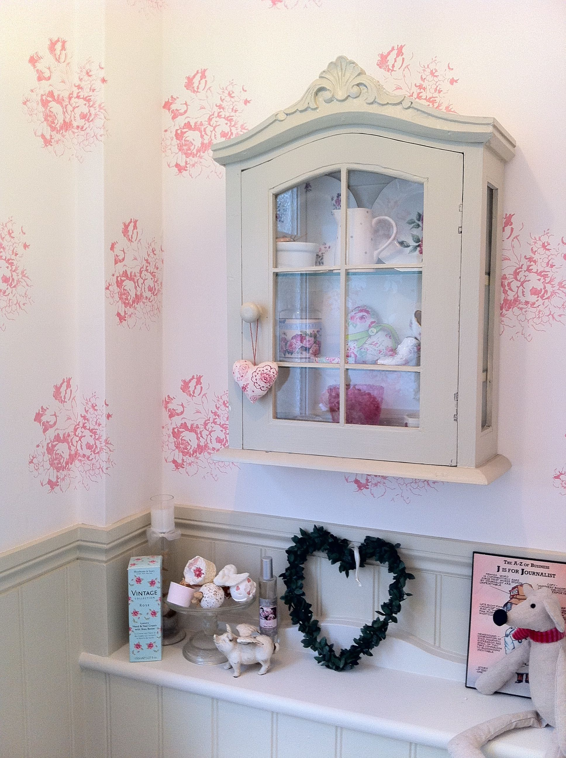 Cabbages And Roses Hatley Wallpaper In A Small Modern Country Cloakroom Style