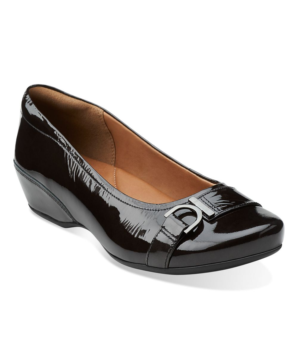 Clarks black concert band patent leather flat patent