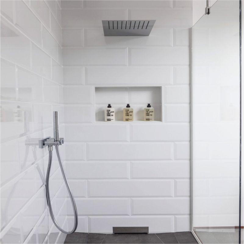 Le Joint Noir Ou Gris Pour Le Carrelage Joli Place Salle De Bains Carrelage Blanc Deco Salle De Bain Carrelage Blanc